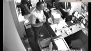 Прокуратуре подбросили украденные милицией украшения - Чрезвычайные новости, 05.09(Сегодня под здание столичной прокуратуры подбросили пакет с драгоценностями, теми же, которые в конце авгу..., 2014-09-05T18:55:55.000Z)