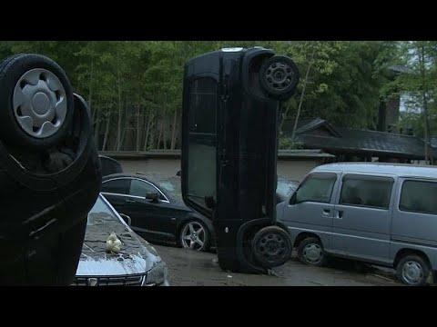 شاهد: سكان يستغيثون ومنازل مدمرة وسيارة مقلوبة بسبب فيضانات وانزلاقات التربة باليابان…  - نشر قبل 50 دقيقة