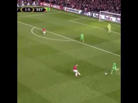 Florentin Pogba qui mais Ibrahimovic par terre avec un crochet
