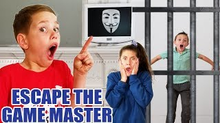 Escape the Game Master! SuperHero Kids & Searching the Abandoned Mysterious Mansion for the Clue!