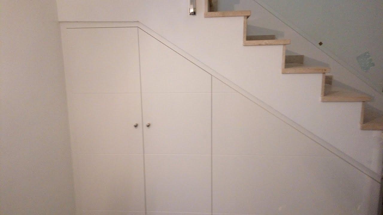 Como poner puertas en el hueco de debajo de una escalera for Closet en escaleras