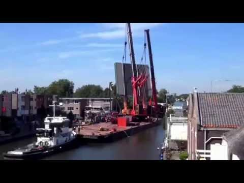 Crane accident in Netherlands , falls on buildings in Alphen aan den Rijn (Raw Video)