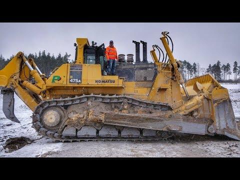 Big Komatsu D475A Dozer Working