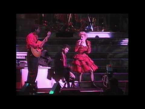 LA ISLA BONITA-MADONNA  WHO'S THAT GIRL-MITSUBISHI SPECIAL LIVE IN JAPAN