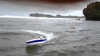 rc boat princess gasoline 26cc on big wave