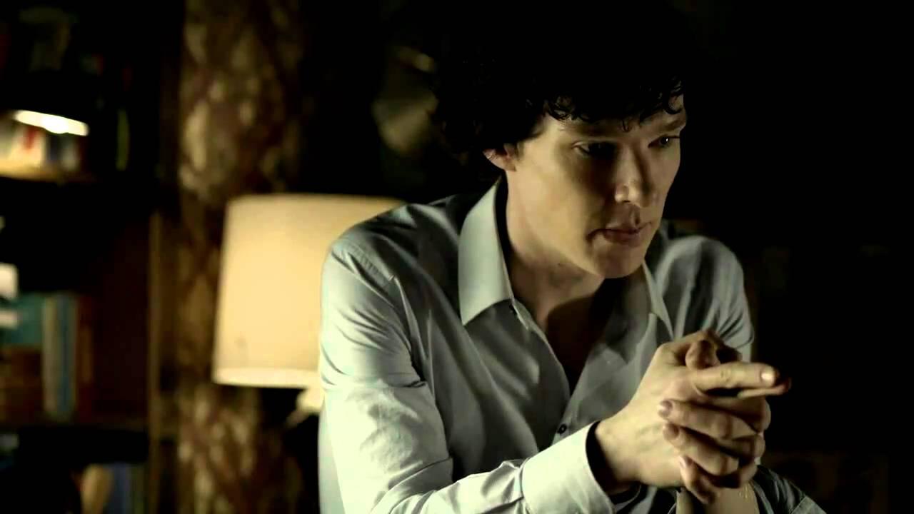Sherlock Holmes nem hagyta abba a dohányzást)