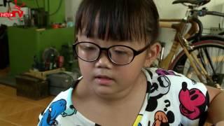 Quang Bảo cùng bé học cách làm nhạc cụ tự chế.