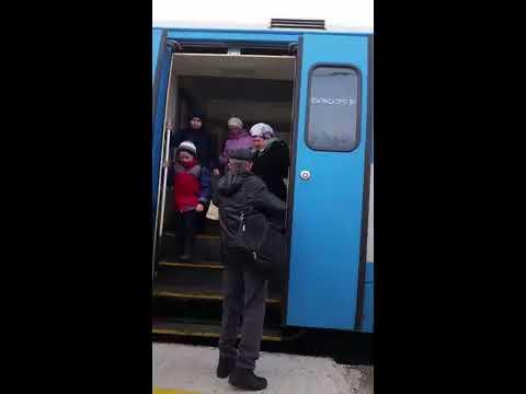 Пригородный поезд НИЖНЕКАМСК  ИЖЕВСК РА2 063 СИНИЙ