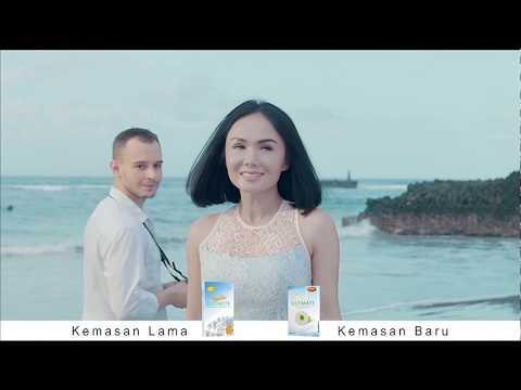 Yuni Shara Bertemu Bule Ganteng Di Pantai Bali Saat Shooting Iklan NourishSkin Ultimate