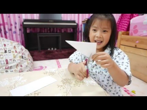 How To Make Easy Paper Snowflakes For Kids by Big Kid, Affy. It's COOL!!!