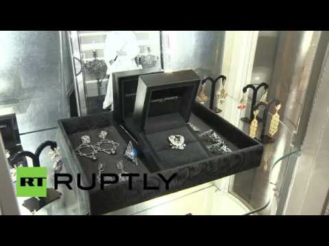 Russia: Putin sparkles on 'Imperial Crimea' jewellery