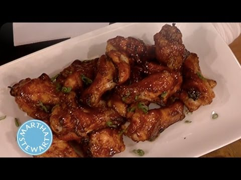 Lucinda's Spicy-Sweet Chicken Wings ⎢Martha Stewart - YouTube