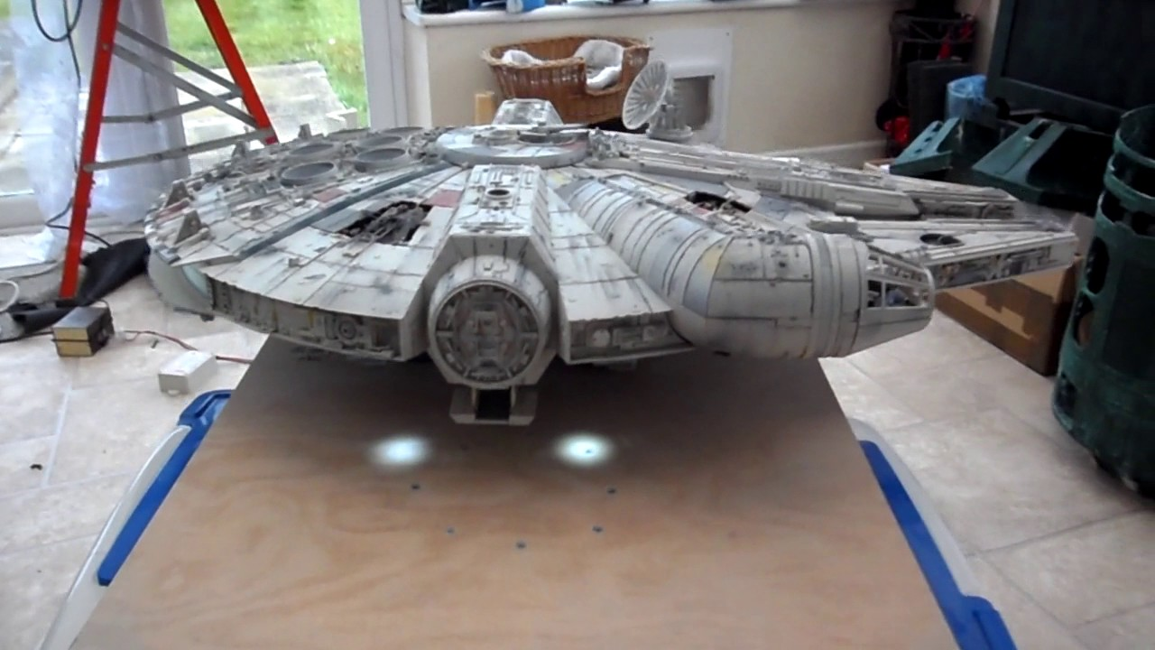 Deagostini millennium falcon escape from mos eisley youtube for Interieur faucon millenium