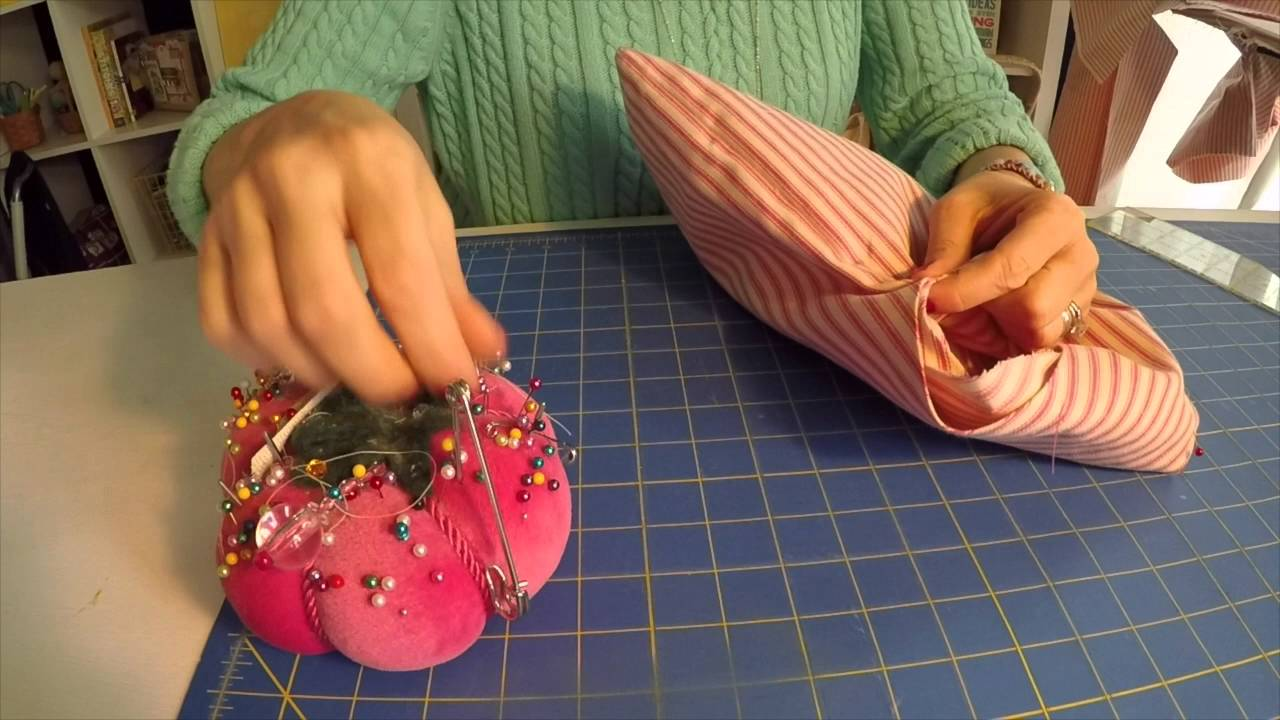 How to sew a small project bag to hold your knitting, lunch or wine!