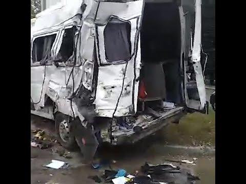 Кадры с места происшествия ДТП с перевернувшимся автобусом в Челябинске
