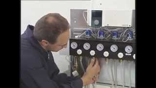 Монтаж «теплого пола» с помощью системы Uponor Minitec(В данном обзоре весьма удачно продемонстрирован процесс инсталляции системы напольного отопления Uponor..., 2013-01-28T13:16:26.000Z)