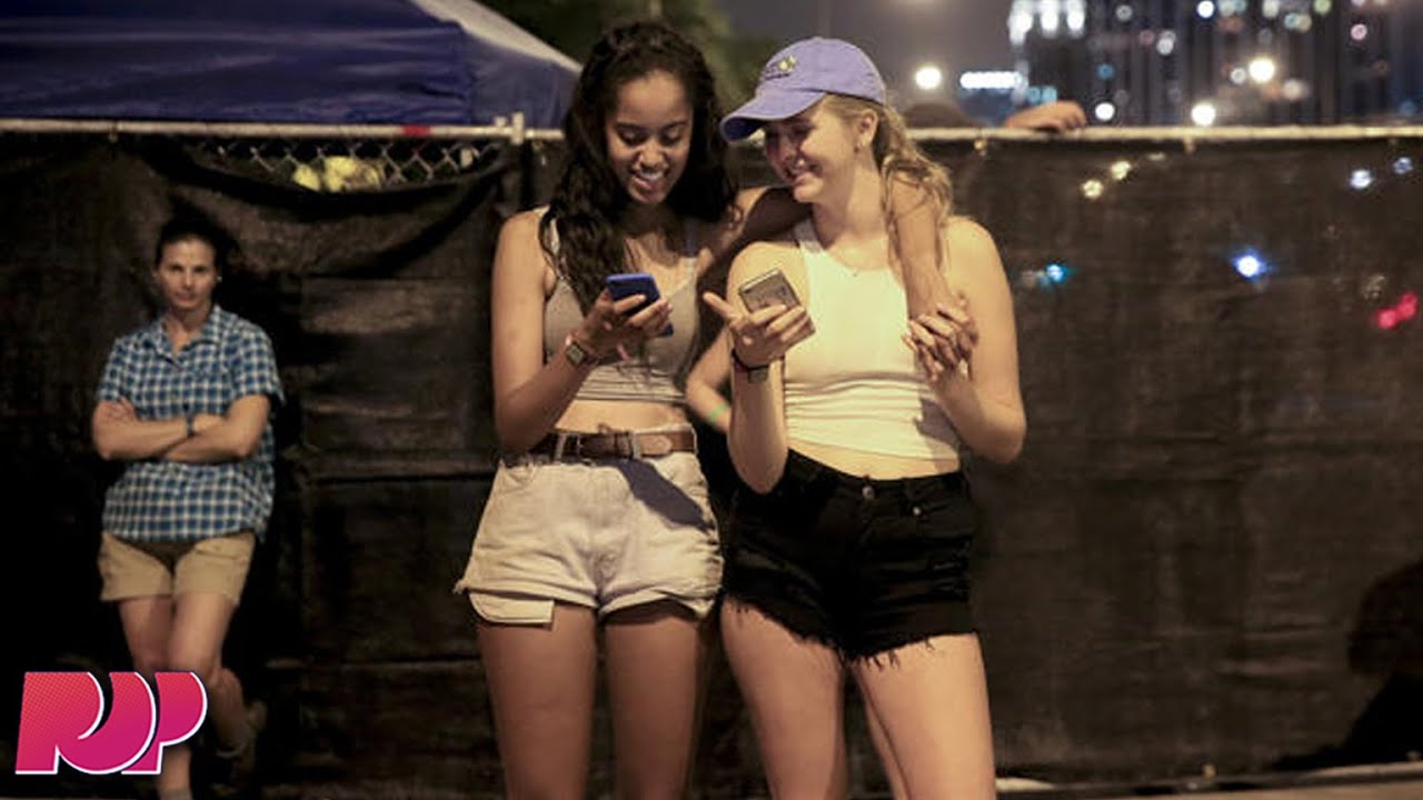 Malia Obama Was Raging At Lollapalooza Instead Of The DNC ...