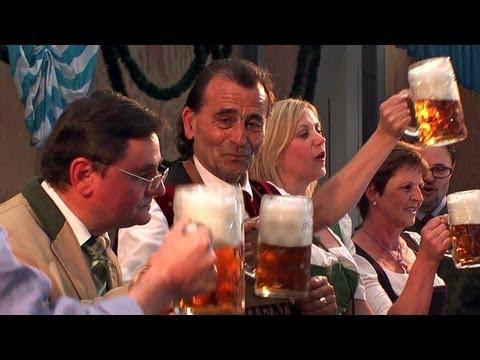 Burghauser Maiwiesn 2012: Gekonnter Fassanstich