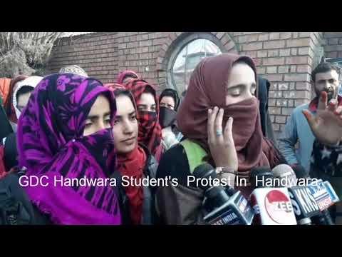 GDC Handwara Held  A Protest Against Highhandedness of Kashmir University
