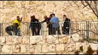 Poice gain control of terrorists in Jerusalem stabbing attack