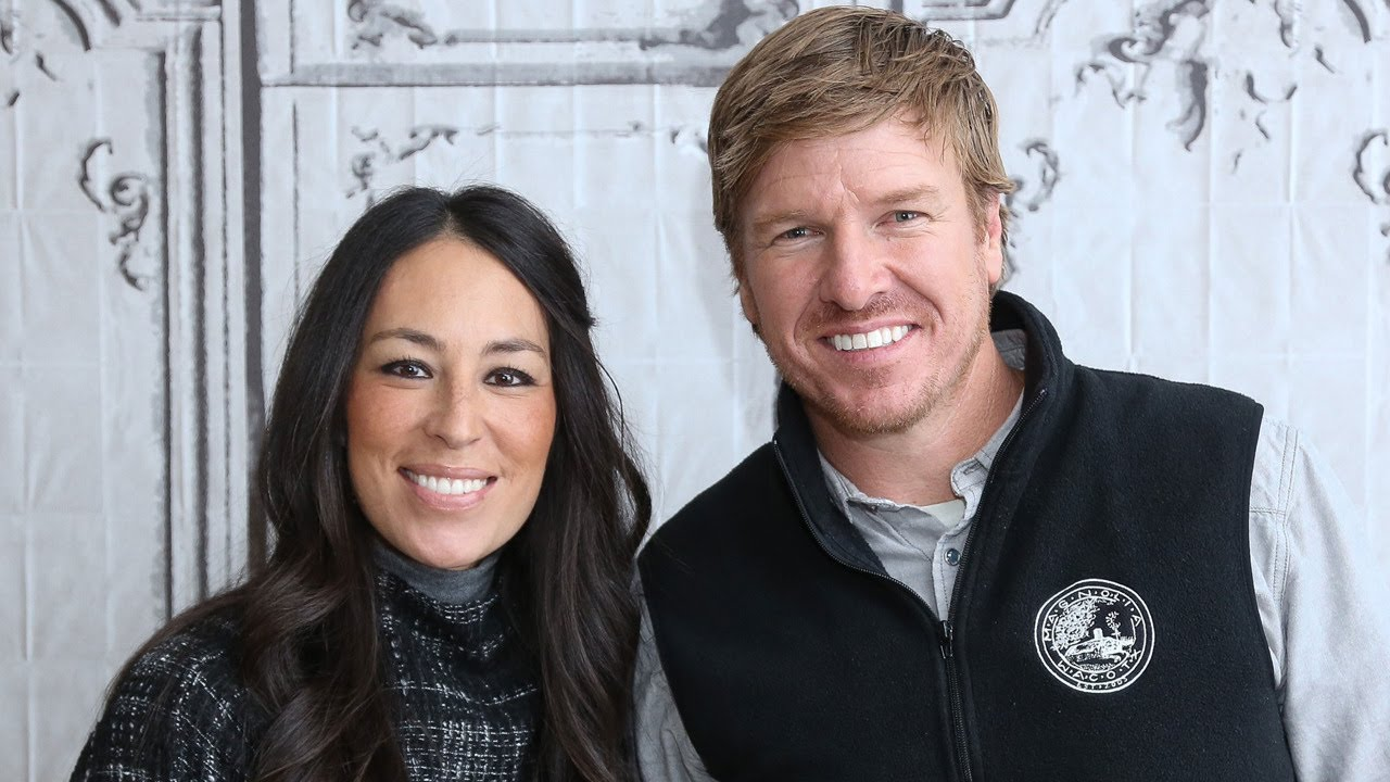 39 fixer upper 39 star chip gaines addresses divorce rumors youtube. Black Bedroom Furniture Sets. Home Design Ideas