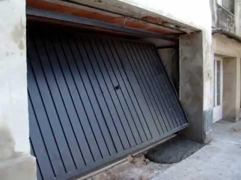 Porton levadizo doble con puerta de escape youtube - Porton de garaje ...
