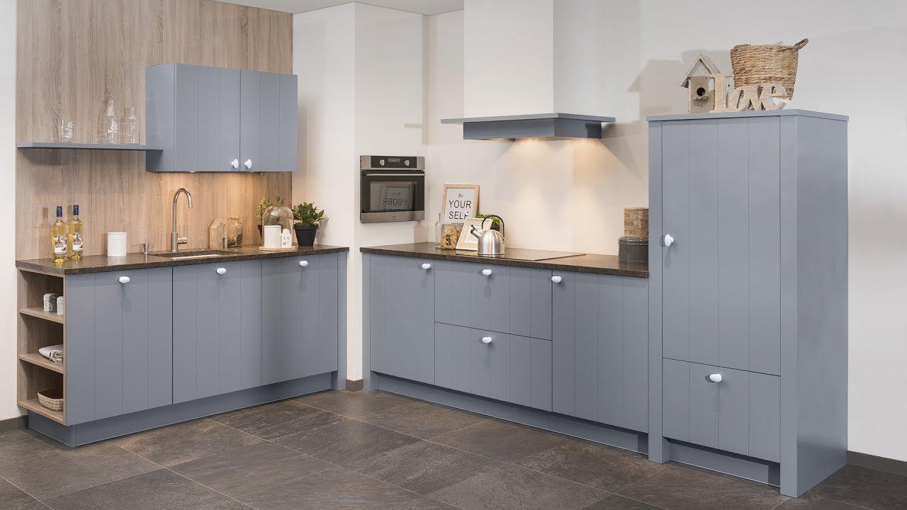 Blauwe keukens de nieuwe snaidero venus keuken staat er nu in en is klaar de aannemer van with - Verf credenza ...