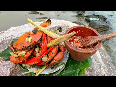 GIANT MUD CRAB Catch And Boil crab with super spicy chili salt
