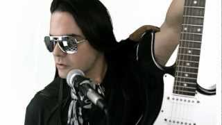 INDiE RiOT: SERGIO BLASS [ATOMIKUS] - TE AMO [OFFICIAL MUSIC VIDEO]