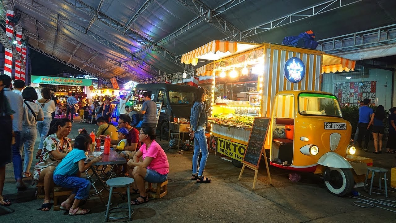 Saigon Food Trucks & The Box Market @NVH Thanh Niên | Saigon Scenes