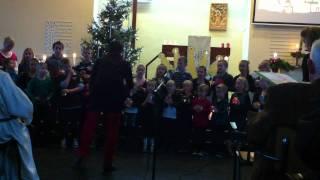 Kinderkoor zingt 2 kerst liederen in de gereformeerde kerk Onstwedde