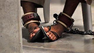فيديو..ترحيل 15 متهما من جوانتنامو
