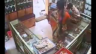 Repeat youtube video Stealing from a Jewellary Showroom- Aunty Style