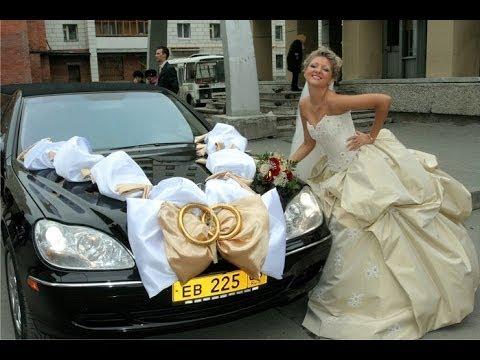 Смотреть онлайн Оригинальное и красивое украшение свадебных машин.