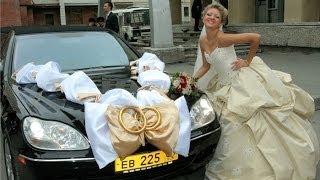 Оригинальное и красивое украшение свадебных машин.