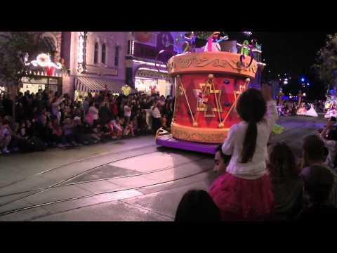 Ir Ciottolo in the US 2011 - Disney Magical Parade - Pippo ha fatto Puppa