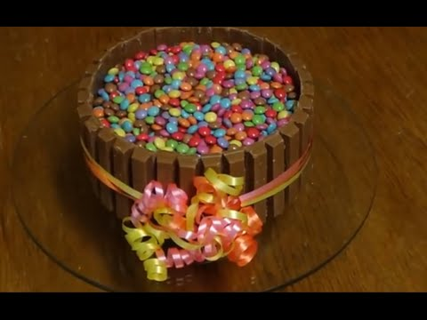 sallys schokotorte mit smarties und kitkat youtube. Black Bedroom Furniture Sets. Home Design Ideas