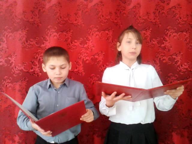 Изображение предпросмотра прочтения – «Истоки» читают отрывок изпроизведения «Кем быть?» В.В.Маяковского