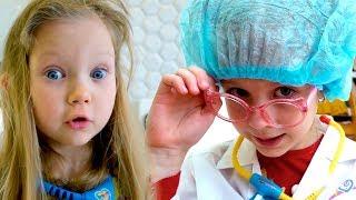 Настя и Марго играют как доктор - История про мытье рук