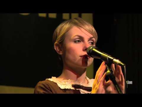 """Kat Edmonson - """"Lucky"""" (eTown webisode #334)"""