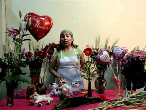 Dia de la Madre - Haciendo arreglos florales entre Patitas ...  Dia de la Madre...