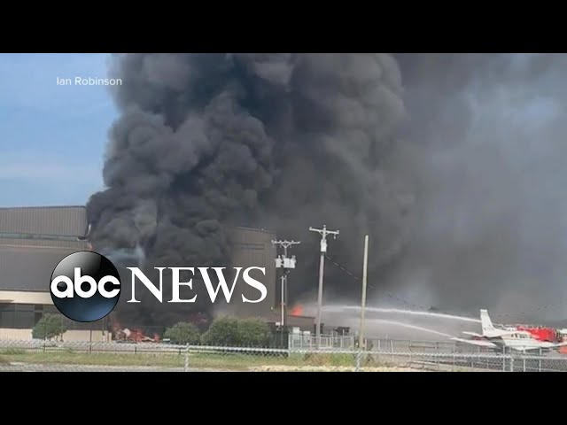 10 people killed in plane crash at Texas airport