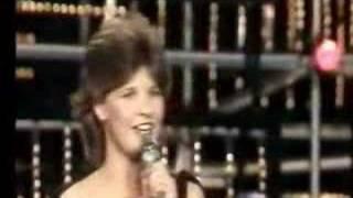 """Finnish version """"muukalainen"""" Främling feat. Carola Häggvist"""