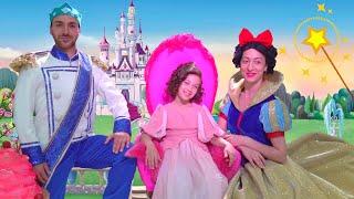 Эмилюша превратилась в Принцессу танцует с Принцем и Marshmello на Балу