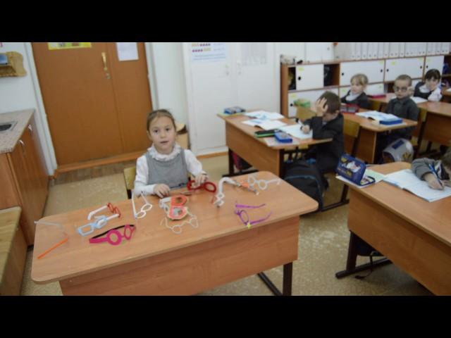Изображение предпросмотра прочтения – «учащиеся 1б класса» читают произведение «Мартышка и очки» И.А.Крылова