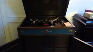 Miff Mole Molers - Alexander ragtime band 1927 on Victrola 8/9