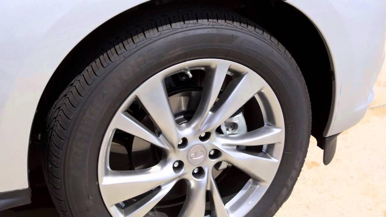 2014 infiniti qx60 tire size