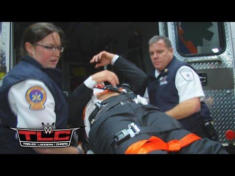 Triple H Wird In Einen Krankenwagen Verladen: WWE.com Exclusive – 13. Dezember 2015