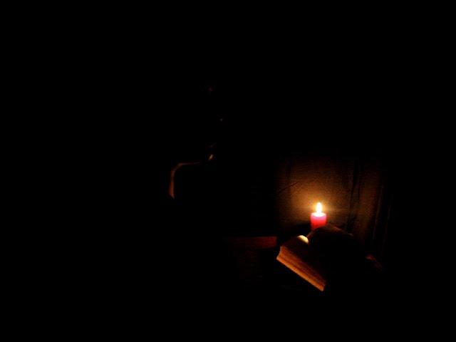 Изображение предпросмотра прочтения – ВикторияГулова читает произведение «Уж сколько их упало в эту бездну...» М.И.Цветаевой