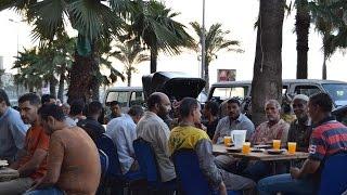 مصر العربية | الشركات الصينية تنظم مائدة رحمن للعمال بشق الثعبان